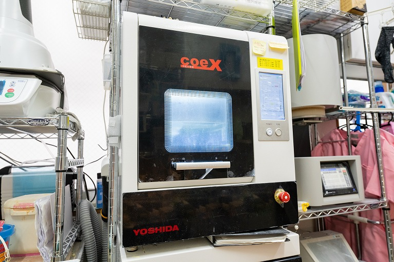最上位のCAM機を導入したメタルフリー治療